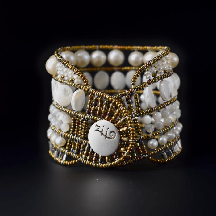 A-ziio-bracelet-bianchissimo-large-sfondo-nero