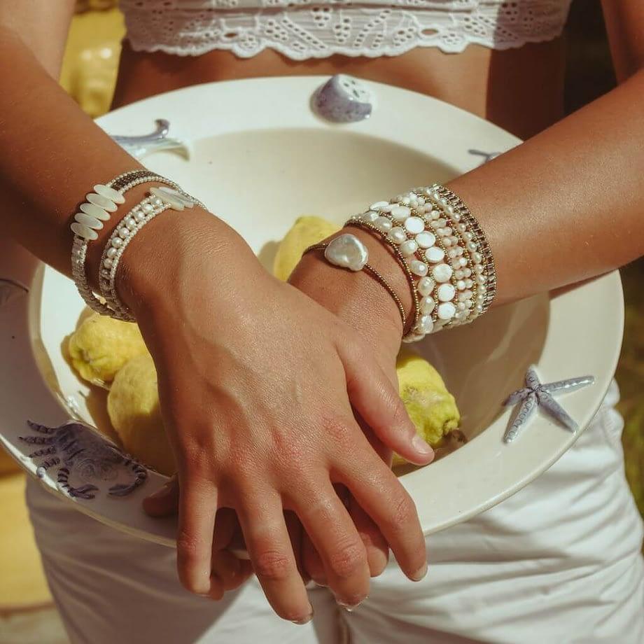 Ziio-Jewels-BOA TETHIS-BIANCHISSIMO -BR ZEN-hand-LIMONI-IND2