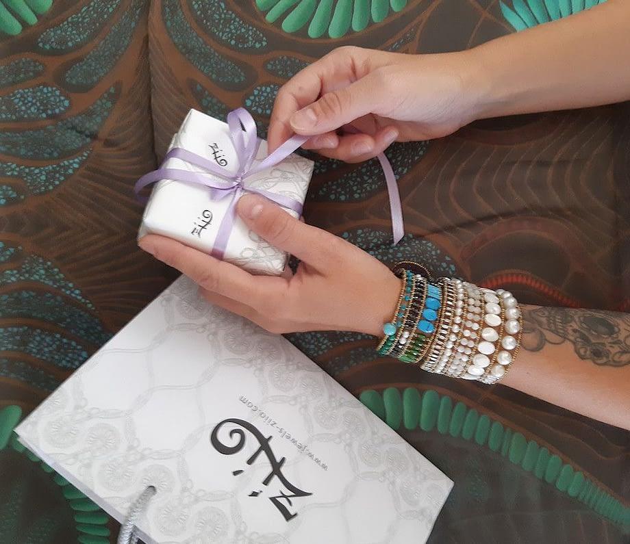 Ziio-bracelet-Bianchissimo-Large-Bracelet-Knott-rainbow